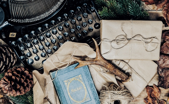 What to Buy a Book Worm at Christmas: The Best Bookish Gifts.